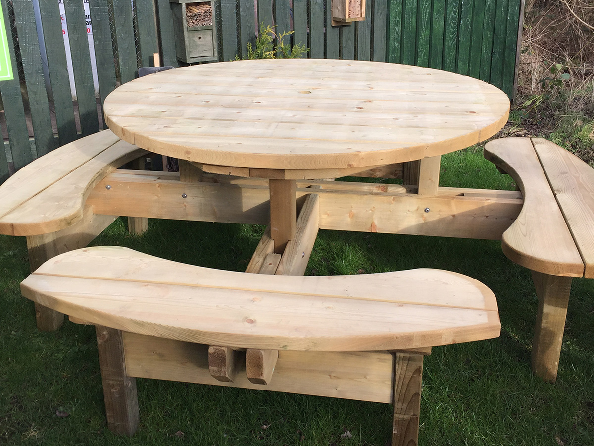 Drem Timber and Fencing are timber specialists based in East Lothian. Round wooden table